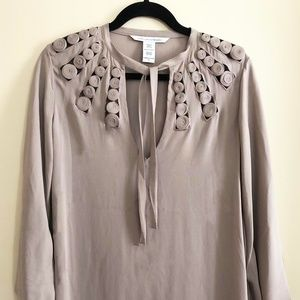 Tunic dress with neck detail